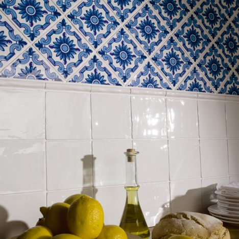 amb antic blanco dec flor azul 468x468 - Contract Hoteles